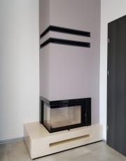 Kominek nowoczesny nr 23 wkład MBM L/BS, dół kominka marmur crema marfil, ramka granit absolut black